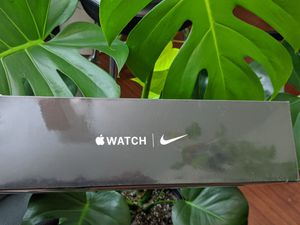 Apple Watch Nike Series 5 (GPS + Cellular) 40mm Silver Aluminum Case with Pure Platinum/Black Nike Sport Band - Silver Aluminum for Sale in Torrance, CA