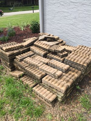 150-200 pieces Log Straight Edging Stone for Sale in TEMPLE TERR, FL