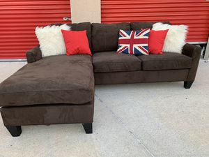 Can deliver - Cindy Crawford reversible sectional couch sofa for Sale in Burleson, TX