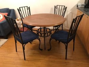 Round table with chairs for Sale in Miami, FL