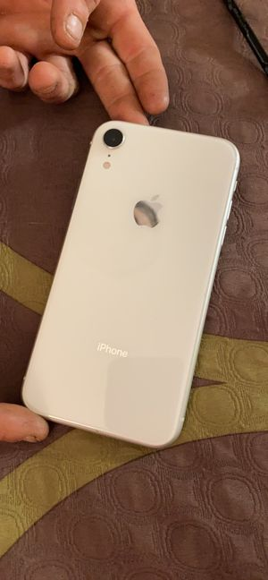 Apple iPhone XR 64 gb unlocked white for Sale in Fairfield, OH