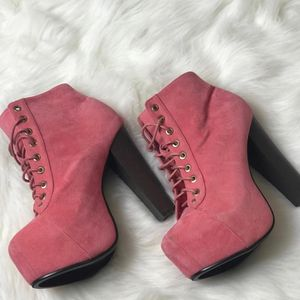 Ladies boots size 8 for Sale in Milwaukee, WI