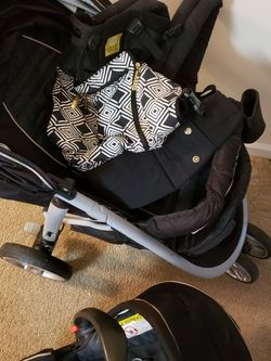 Graco Travel system And Lillebaby Carrier for Sale in Arlington,  TX