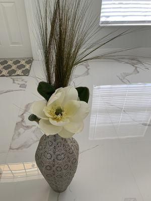 Beautiful Metal floor vase with flower decoration included for Sale in Fort Lauderdale, FL