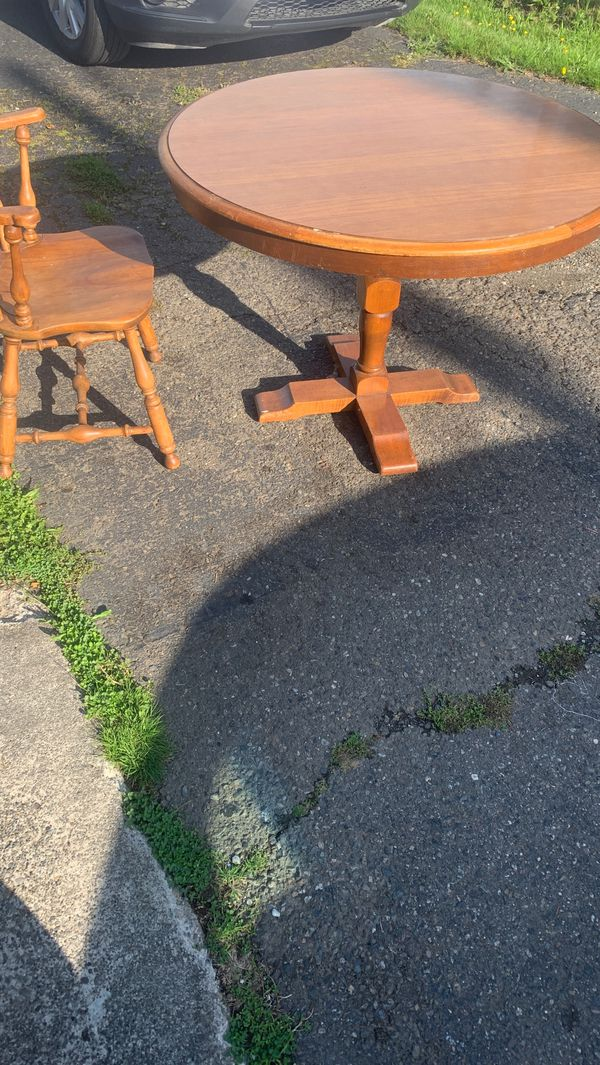 Round table come with 4 chairs