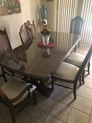Broyhill Pine Wood Dining Table for Sale in Los Angeles, CA