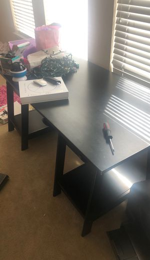 Office Desk and Chair for Sale in Baytown, TX