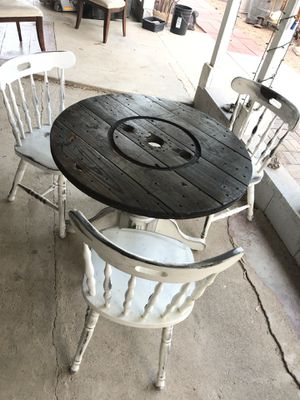 Cute table and 3 chairs for Sale in Menifee, CA