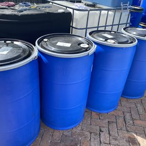 55 gallons plastic barrels open head with rim lock , barrel , drums , drum , barriles , barril for Sale in Miami, FL