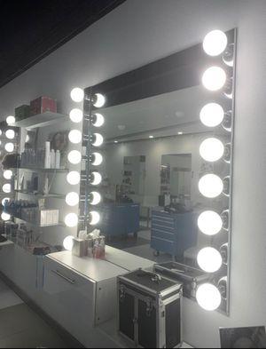 8 lightbulb lighting for bath, vanity, makeup or salon. for Sale in Austin, TX