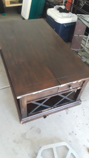 Very nice pop up table that comes to you at the couch for Sale in Victorville, CA