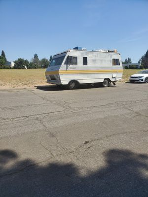 1974 WINNEBAGO trailer for sale DRIVEABLE ALSO TWO BEDS for Sale in Selma, CA