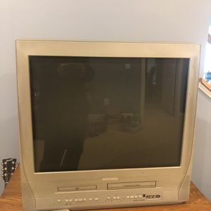 Free TV With built-in DVD player and VCR for Sale in Sterling, VA