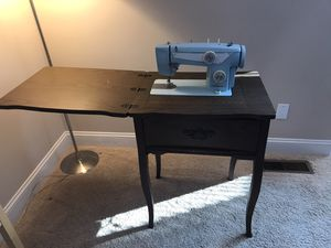 Sewing machine works! for Sale in Chesterfield, MO