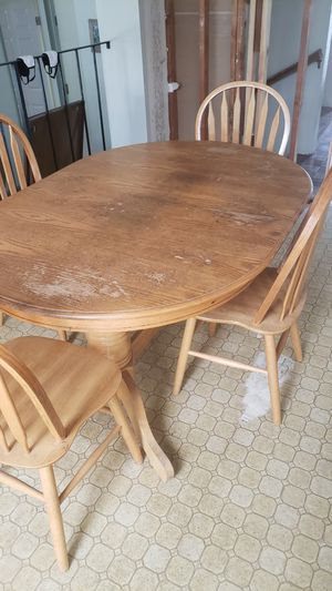 Table and chairs for Sale in Gilroy, CA