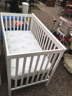 NICE WHITE CRIB WITH CRIB MATTRESS! DELIVERY AVAILABLE FOR $25 for Sale in Portland, OR