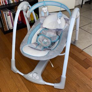 Barely Used Baby Swing for Sale in Bridgeview, IL