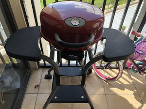 Electric portable outdoor bbq grill master-built great conditions ! Almost new for Sale in Miami, FL