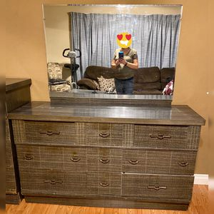 Queen bedroom furniture set for Sale in Eugene, OR