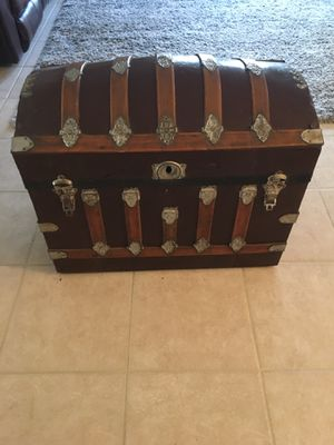 Antique Trunk for Sale in Glendale, AZ