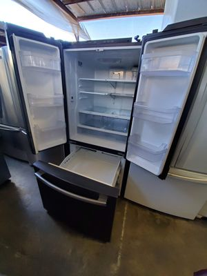 GE FRENCH DOOR REFRIGERATOR for Sale in Alta Loma, CA