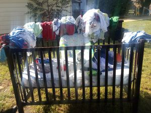 Im giving all this baby clothes and the crib for free for Sale in Greenville, SC