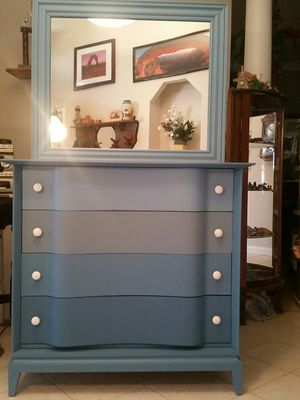 Ombre dresser with mirror for Sale in Columbus, OH