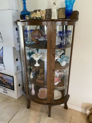 Antique curio cabinet for Sale in Polk City, FL