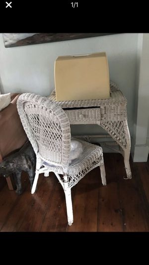 White Wicker desk and matching chair for Sale in Milford, MA