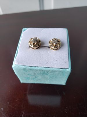 Beautiful Stud Earrings 10k 2.6g 38/.38 TW/RND/DIAMONDS for Sale in Everett, WA