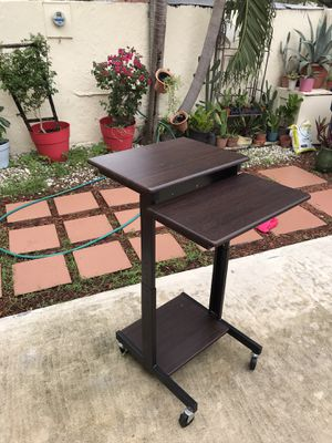 Height adjustable standing desk on wheels for Sale in Miami, FL