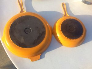 "Set of 2 LE CREUSET Signature 12"" & 9"" CAST IRON SKILLETS Perfect for all you Christmas & Thanksgiving Cooking! for Sale in Diamond Bar, CA"
