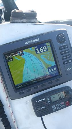 Lowrance HDS8 with Transducer and cover and cables. for Sale in Portland,  OR