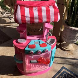 Hello kitty kitchen stuff for a little toddler girl where in tear for Sale in Corona,  CA