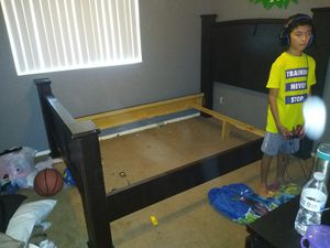 Free queen size bed for Sale in Glendale, AZ