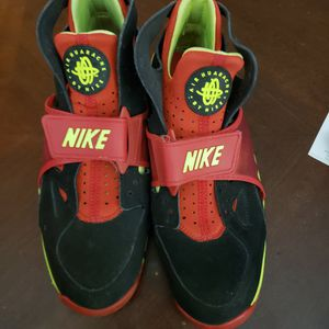 Nike Air Trainer Huarache Black University Red 679083020 Men Size 10.5 for Sale in Racine, WI