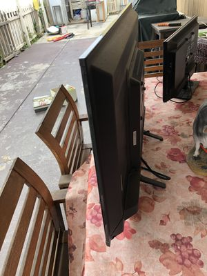 Tv 32 inches for Sale in Long Beach, CA