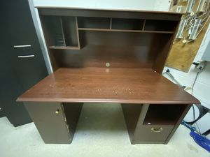 Office desk for Sale in Sterling Heights, MI