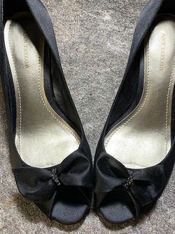 Ann Taylor Class Black Heels 7.5 for Sale in Knightdale,  NC