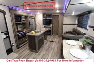 2020 Crossroads Zinger 330BH 2 Bdrm 1.5 Ba Travel Trailer $250/mo FINANCING AVAILABLE for Sale in Alvin, TX