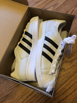 Adidas junior 6.5 size shoe for sale $35 for Sale in Rockville, MD