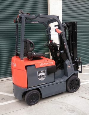 2004 TOYOTA FORKLIFT FOR SALE for Sale in Tustin, CA