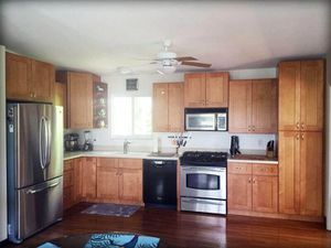 Maple Shaker Kitchen Cabinets for Sale in Cleveland, OH