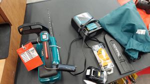 Makita xcu06 chainsaw with battery, charger and extra chain in great condition for Sale in Tooele, UT