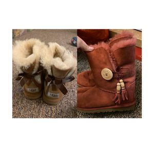2 pairs UGG boots size 5 for Sale in Lawrence, KS