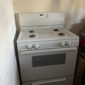 Kitchen Stove for Sale in Moreno Valley, CA