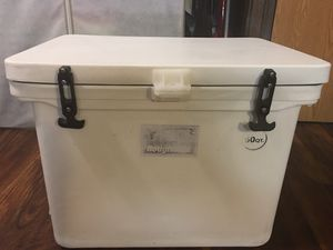 yeti roughneck 60 qt ice chest for Sale in Fort Walton Beach, FL