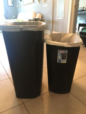 2 kitchen trash cans 13 gallons for Sale in Fort Myers, FL