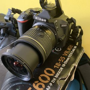 Nikon D5600 Camera for Sale in Hawthorne, CA