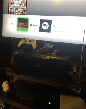 Xbox one, 4 games, 2 controls and all cords, TRADE FOR PS4 for Sale in Wichita, KS